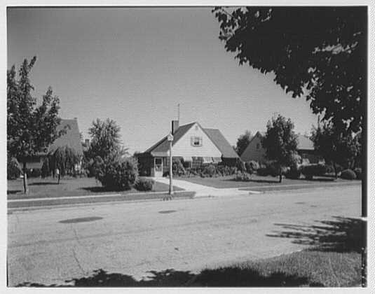 A close-up view of the houses in Levittown, New York, in 1958. The house in the center of the photo was located at 47 Sparrow Lane. The names of many of the roads in Levittown and other suburban developments were taken from natural objects, or referred to tranquil scenes. This reflected homeowners' desire to escape the hectic pace of urban life.