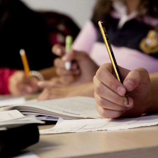 Tips to Help Stay Focused When Writing the Essay for College Applications
