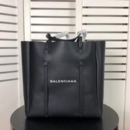 Balenciaga Everyday Medium Tote Bag Calfskin In Black