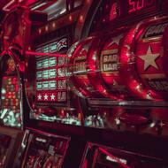 Les machines à sous : les maîtres du jeu en ligne et terrestres !